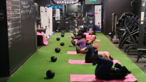 women doing crunches in a gym